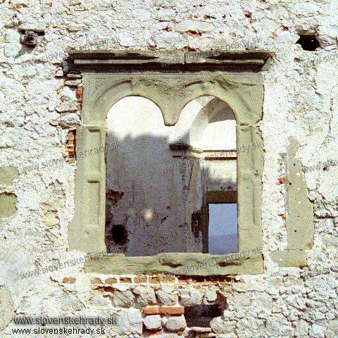 Uhrovec - detail okna