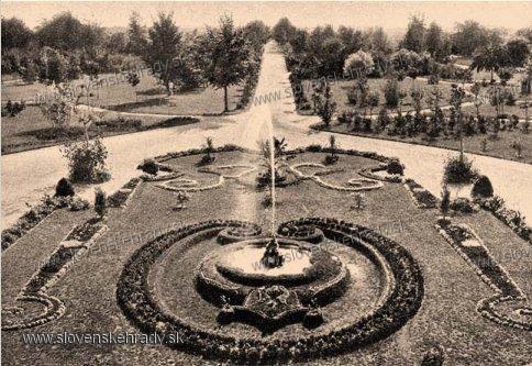 Veselá - park pred kaštieľom okolo roku 1900
