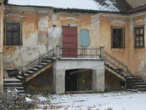 Záborské - pôvodne renesančný, barokovo prestavaný kaštieľ