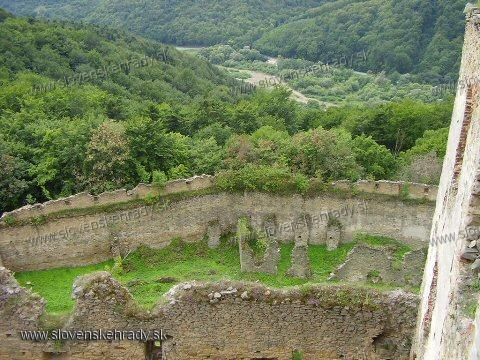 Zborov - pohľad z hradieb na hradby vonkajšie