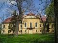 Želovce - barokovo-klasicistický kaštieľ, bývalá škola, teraz bez využitia.